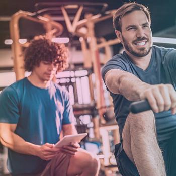 2 men at the gym